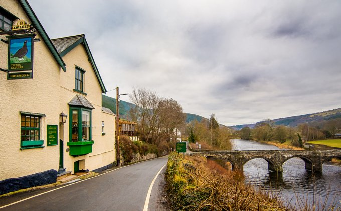 pub_from_road_winter.jpg